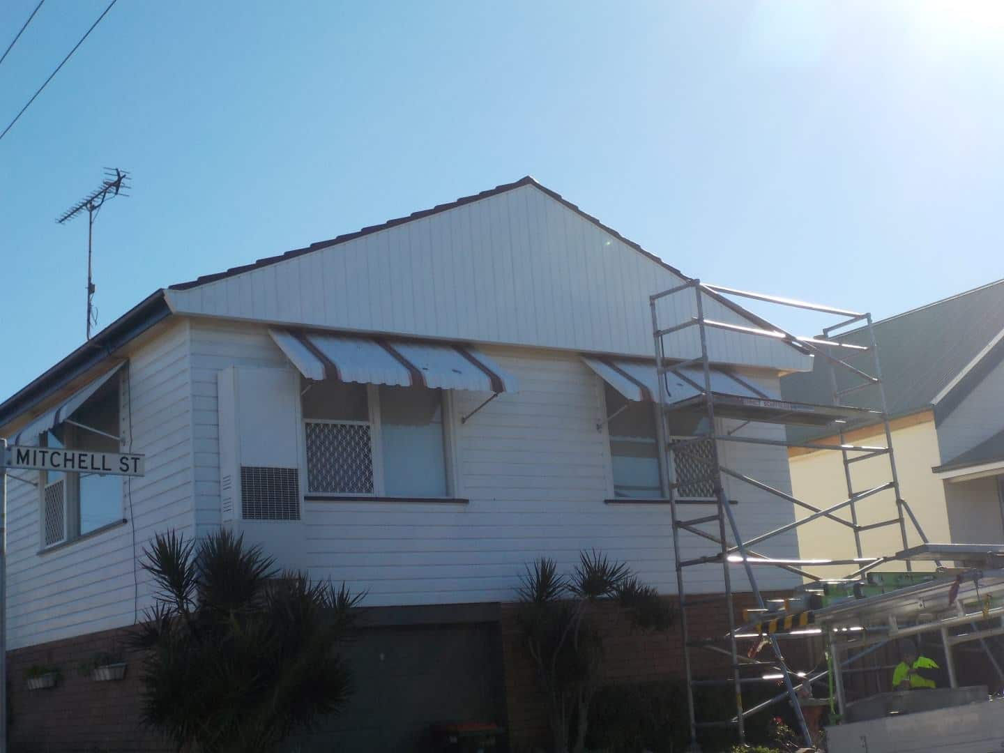 Michell Street Tighes Hill FBV5 White complete - Vinyl Wall Cladding Projects - Forever Boards